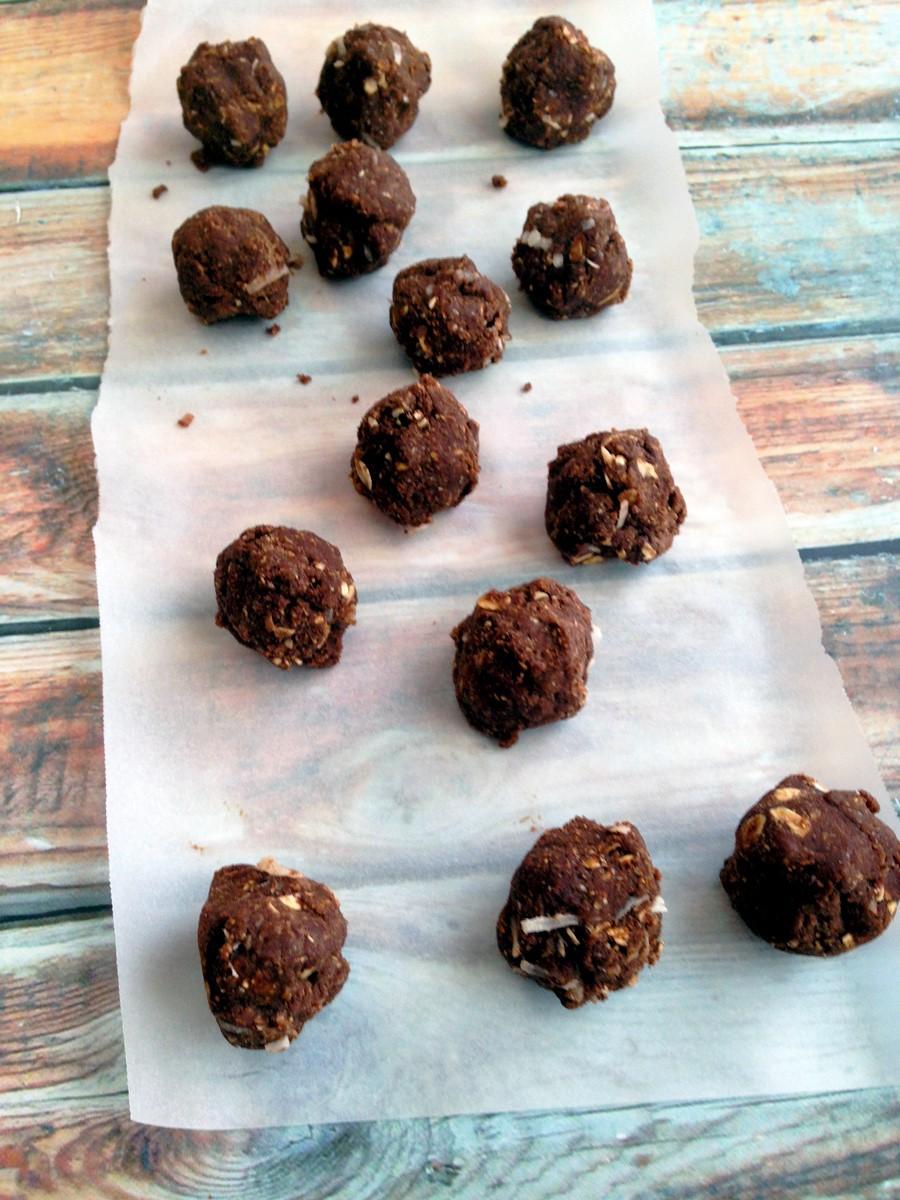 fudgey-chocolate-coconut-bites