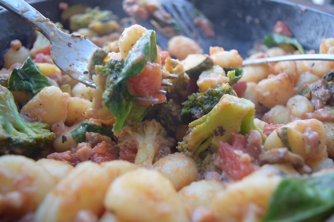 one pan cheesy veggie skillet gnocci