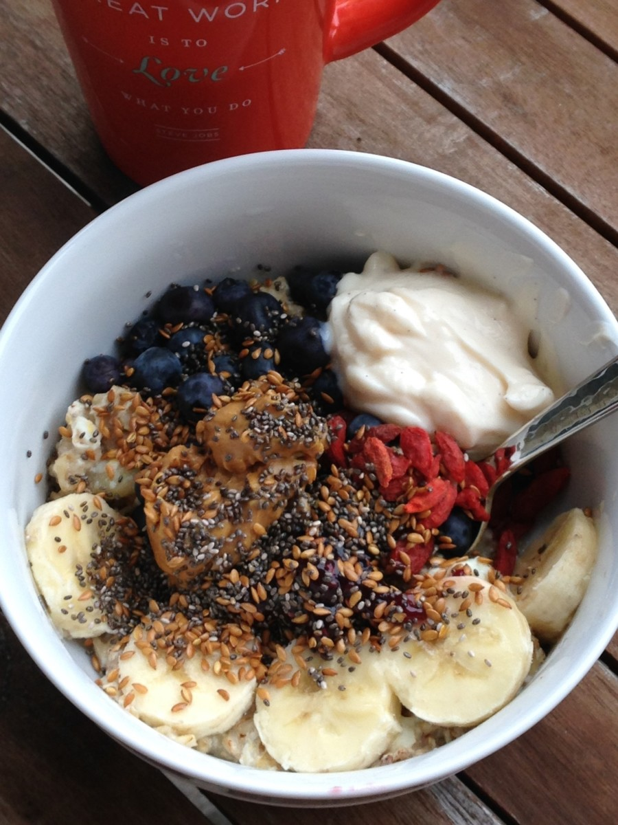 benefits of breakfast_colorful oatmeal bowl
