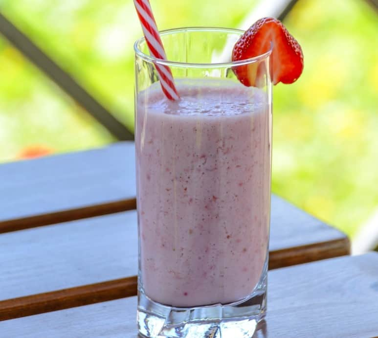 Strawberry smoothie with electrolytes