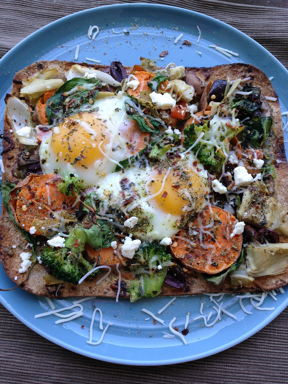 veggie breakfast pizza on flatbread on blue plate