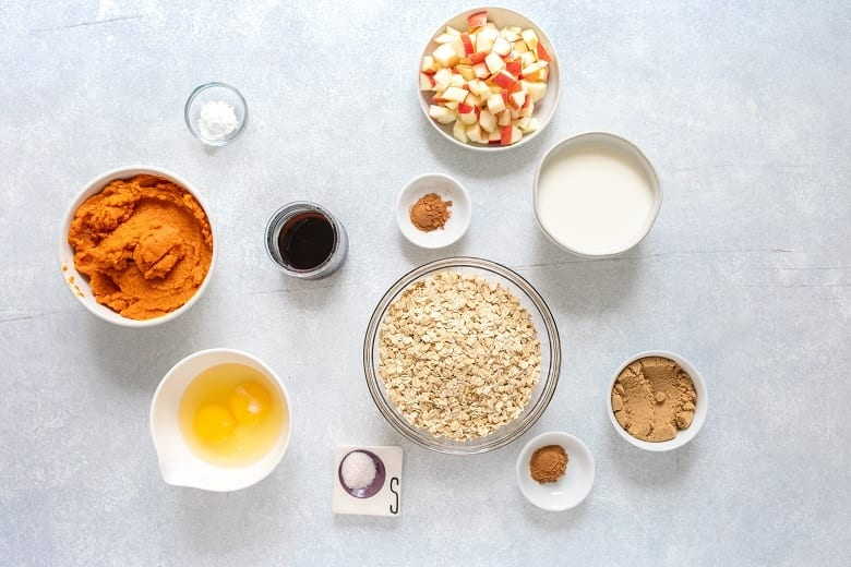 Making apple pumpkin pie baked oatmeal