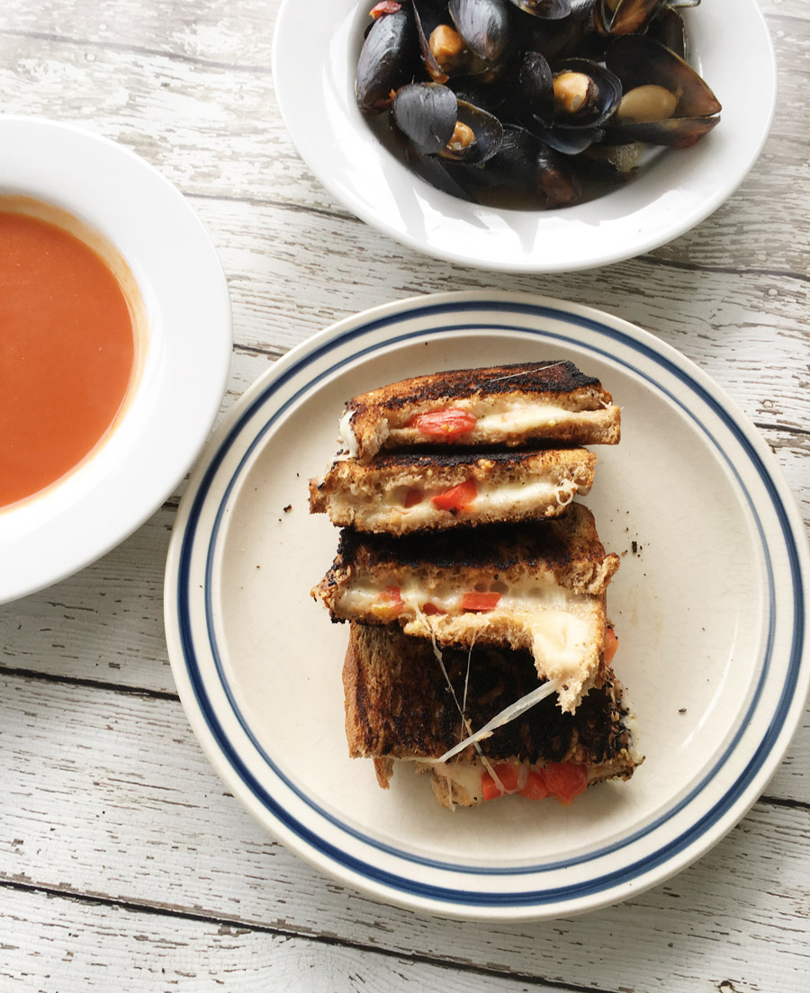 Grilled cheese with mussels
