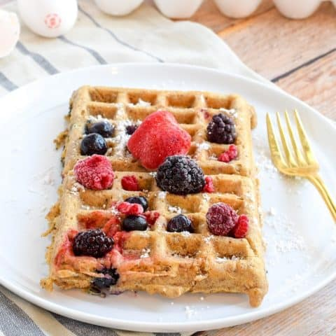 berry and banana oat waffles topped with frozen berries | Bucket List Tummy