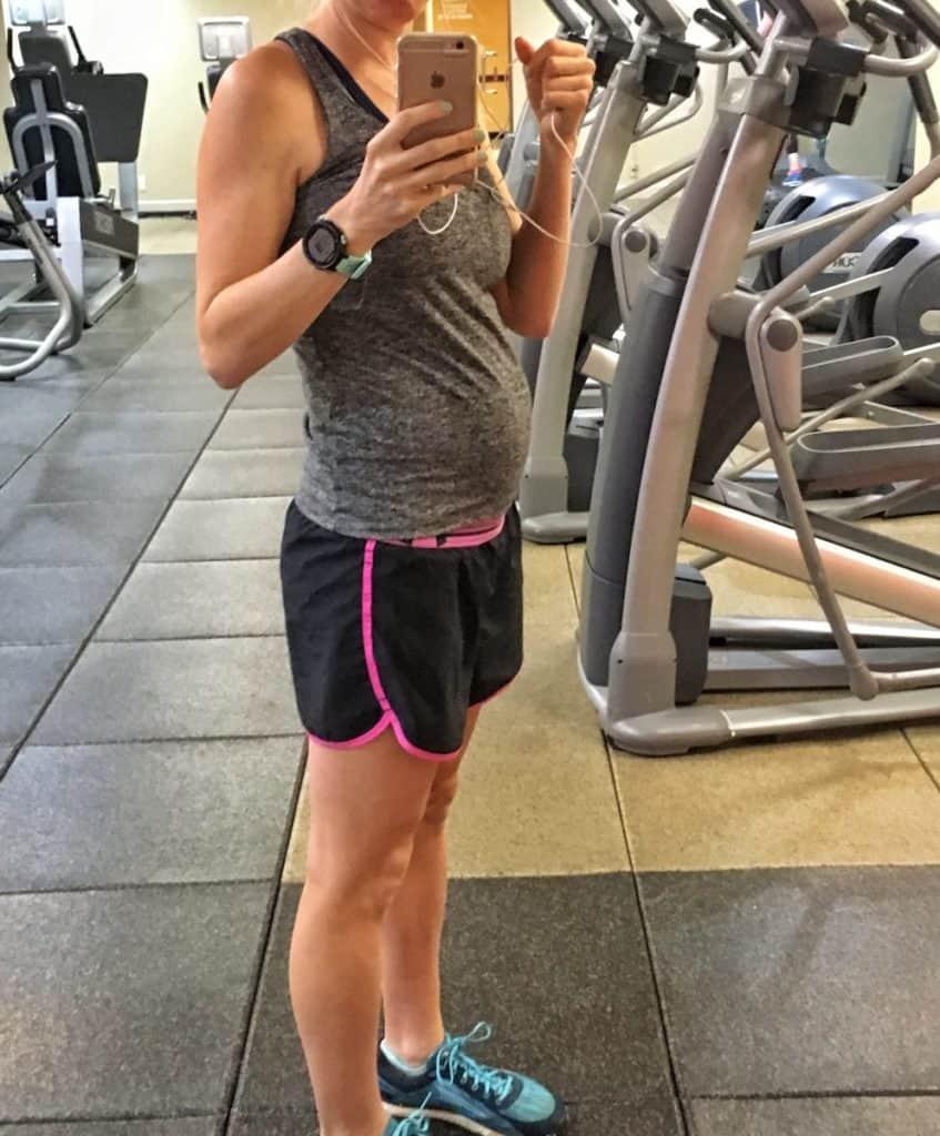 selfie 20 weeks pregnant in the gym
