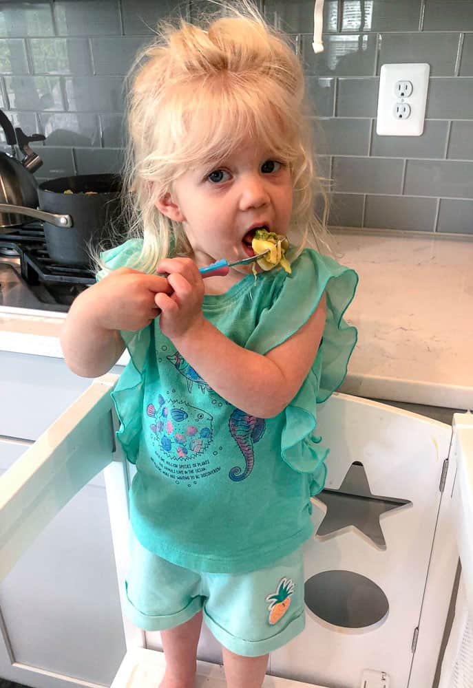 toddler eating a healthy pasta for babies