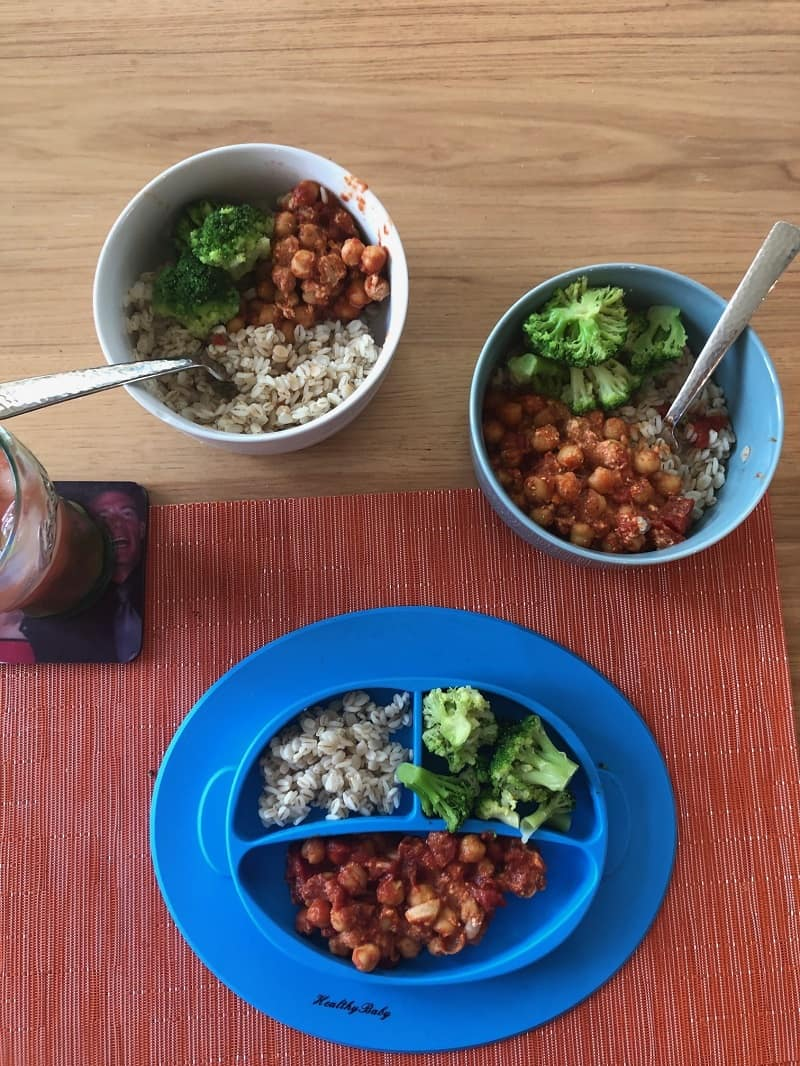 chickpea and brown rice in bowls for family meal
